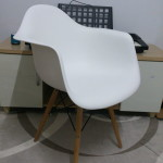 [特力屋] 艾瑪扶手造型椅 坐著好舒適 白色真好搭配