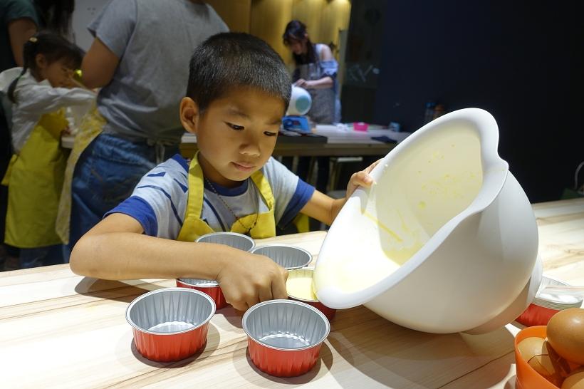 [6Y10M4D] 動手玩 DOUGH 親子烘焙 diy 好吃的法式烤布蕾自己做 - 猴子【東】遊記 - 親子 旅遊 住宿 景點 美食